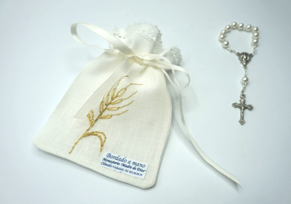 Denario con bolsa bordada a mano