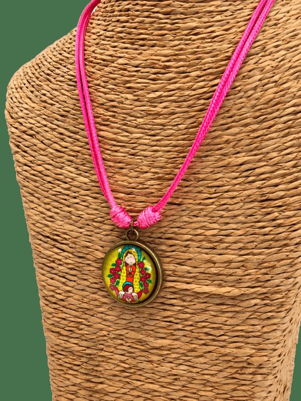 collar virgencita rosa